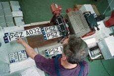 Nowe małe tablice rejestracyjne są tylko do amerykańskich i japońskich aut