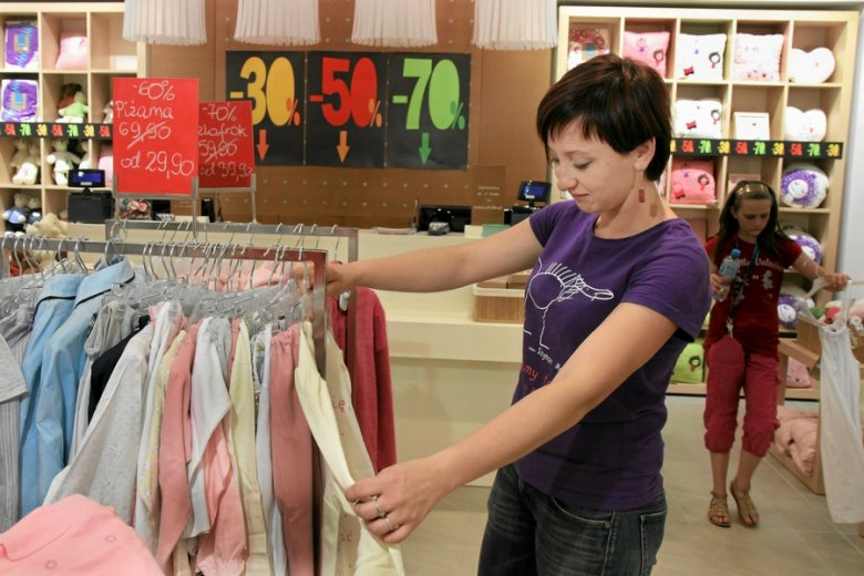 Atutem kupowania w tradycyjnych sklepach była możliwość przymierzenia i sprawdzenia towaru.