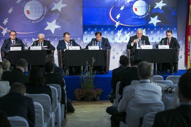 """Panel dyskusyjny """"Nowa architektura rynku energii elektrycznej""""."""