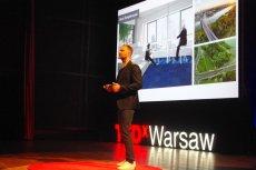 Bogusz Parzyszek podczas TEDxWarsaw 2016 opowiada o biurze, które wygląda jak Warszawa