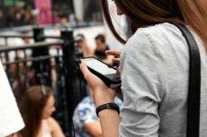 SMS o obciążeniu na mikrorachunku? Nie odpowiadaj nadawcy i nie otwieraj zamieszczonego w nim linku - to oszustwo.