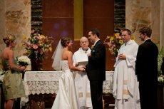 W większości polskich kościołów nie ma konkretnej ceny za ślub. Jednak w co trzecim podawane są konkretne stawki