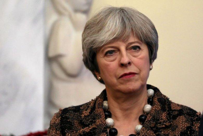 Theresa May oprócz problemów z własnym parlamentem musi zająć się sytuacją obcokrajowców w Wielkiej Brytanii