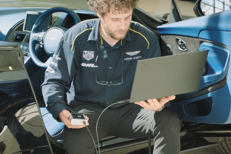 ThinkPad P1 to smukła i lekka mobilna stacja robocza marki Lenovo, łączącą wysoką wydajność z niezwykle lekką konstrukcją