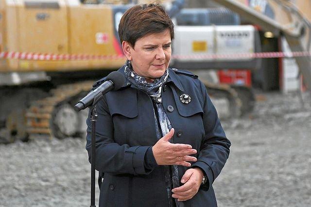 Premier Szydło ma dość braku nadrozu nad spółkami Skarbu Państwa, zamierza odbić je od resortu Mateusza Morawieckiego
