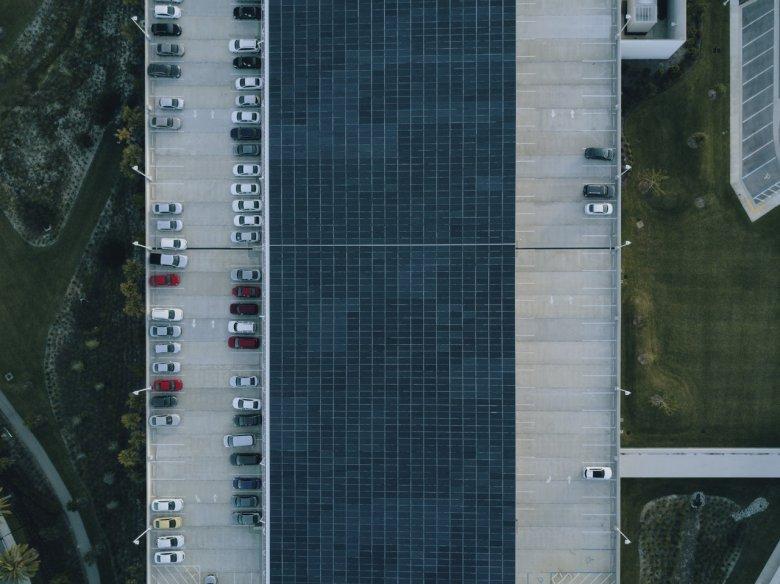 Brak miejsc parkingowych to zmora miast.
