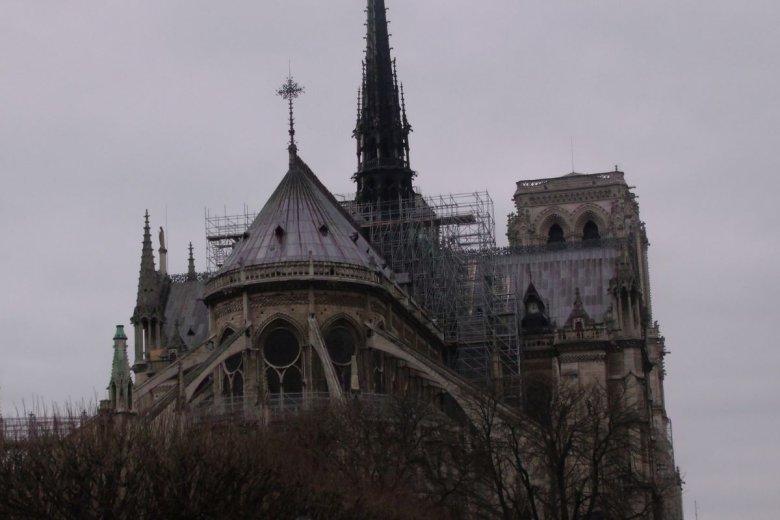 Potentaci wypłacli tylko 80 mln na odbudowę Notre Dame. Obiecali 850 mln.