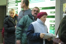 Coraz więcej emerytów dorabia do emerytury