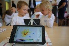 Nowatorskie rozwiązania w szkolnictwie pomagają zaoszczędzić czas, przygotować atrakcyjne zajęcia i osiągać lepsze wyniki nauczania. Z ich projektowania słynie firma Samsung