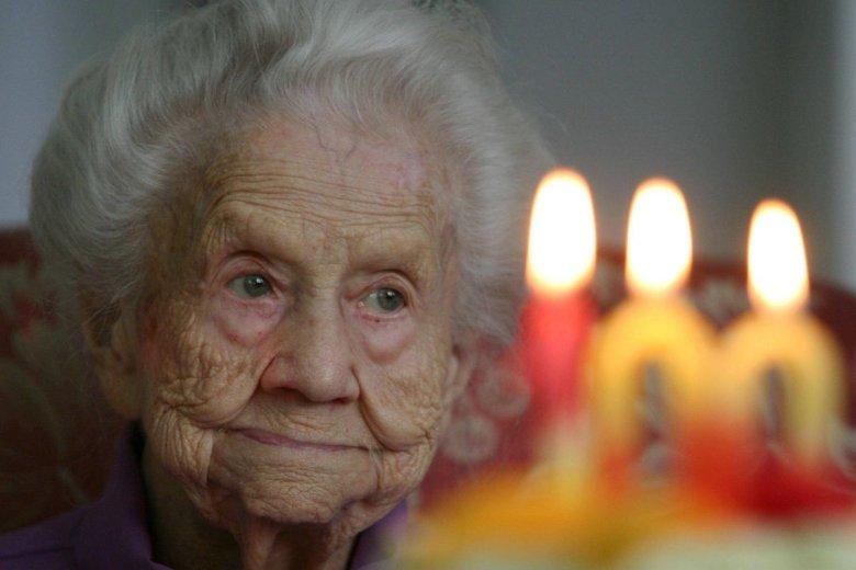 Skutkiem wzrostu liczby osób w podeszłym wieku i wydłużania się długości życia będzie to, że przybędzie w Polsce stulatków.