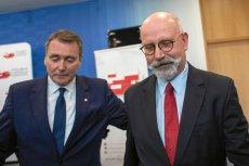 Pierwszy prezes Polskiej Fundacji Narodowej Cezary Jurkiewicz i obecny wiceprezes Maciej Świrski, który miał zabiegać o podpisanie umowy z agencją WHWG.