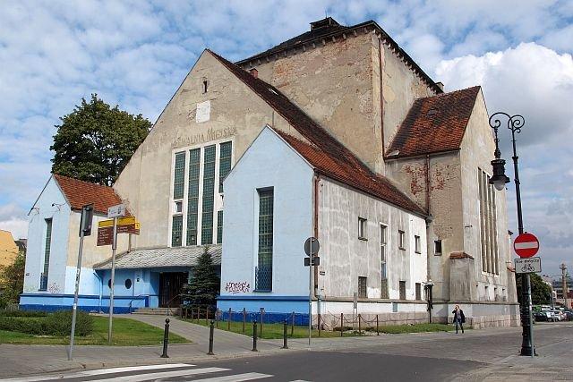 Przed wojną - synagoga, później - pływalnia. Teraz będzie hotelem