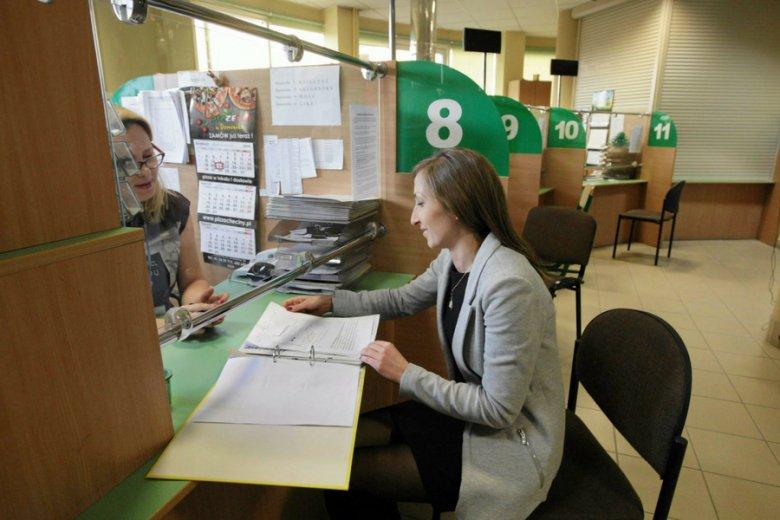 Są w Polsce regiony, w których panuje nawet ponad 20-procentowe bezrobocie. W tamtych miejscach wysiłki lokalnych urzędów pracy trafiają w próżnię.