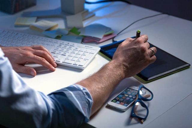 Są firmy, w kórych używanie własnego telefonu podczas pracy jest surowo zabronione