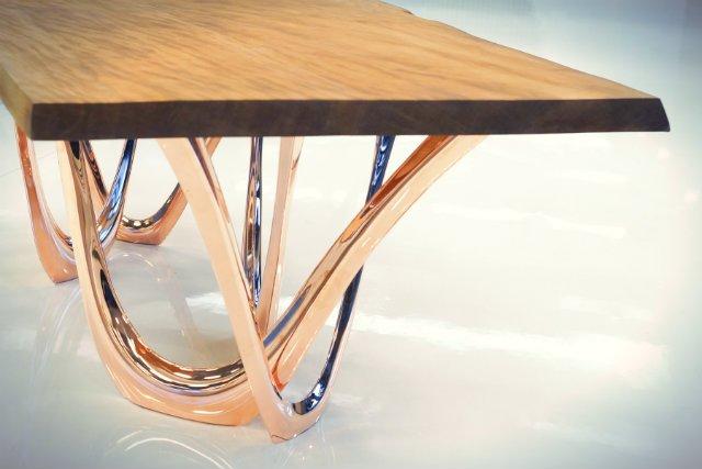 Stół wykonany z drewna Kauri, które liczy sobie 50 tys. lat