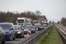 W środę 1 lipca weszły w życie przepisy pozwalające płacić za przejazd ciężarówek po drogach krajowych za pomocą smartfona.