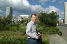 Wojciech Zieliński wadę wzroku ma od urodzenia. Mimo tej niepełnosprawności kończy doktorat i rozwija biznes call center w Milanówku