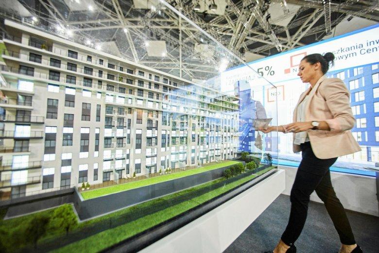 Mieszkania - kupno. 5 mld złotych wydali Polacy w pierwszych trzech miesiącach 2018 r. na zakup nieruchomości.