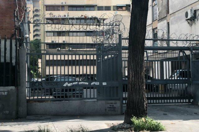 Wysokie płoty podpięte pod prąd, fosy i ochrona na recepcji - tak elita finansowa Wenezueli próbuje chronić się przed przestępcami