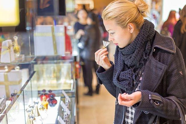 Jak się ustrzec kupna podrabianych perfum? To może być trudne, bo w Polsce produkuje się setki tysięcy podróbek
