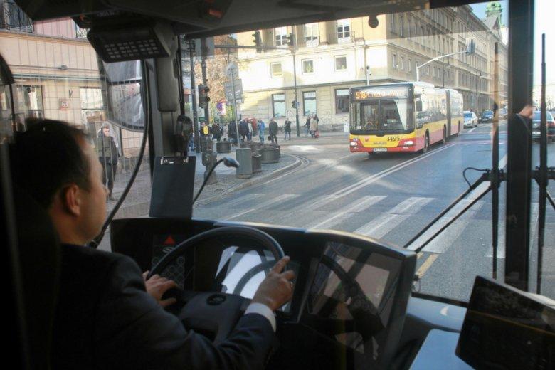 Niedobory kadrowe widać już w komunikacji miejskiej zarówno w dużych miastach, jak Warszawa, jak i mniejszych ośrodkach.