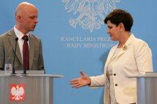 Szef trafiającego do likwidacji resortu finansów Paweł Szałamacha i premier Beata Szydło.