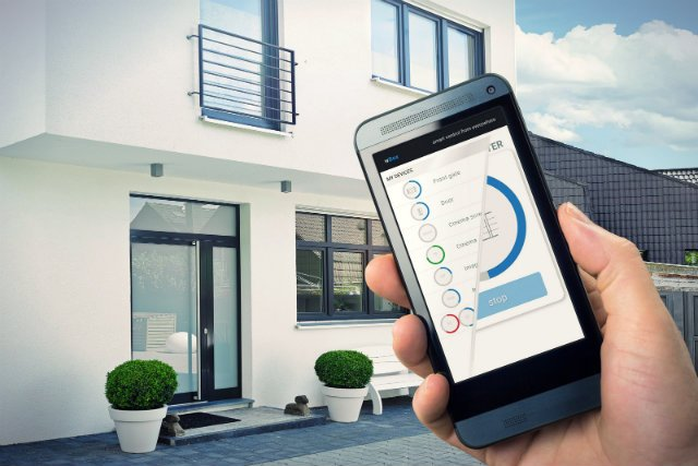 – Wszyscy myślą, że robimy inteligentne domy, a to nieprawda. Mamy po prostu technologię, która pozwala łączyć urządzenia w przestrzeni domowej i publicznej – zastrzega twórca Blebox, Patryk Arłamowski