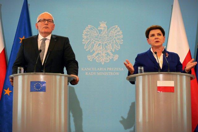 Premier Beata Szydlo i pierwszy wiceprzewodniczacy Komisji Europejskiej Frans Timmermans