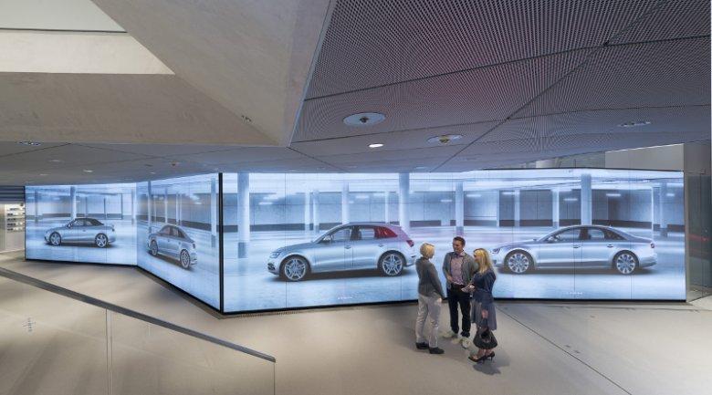 Audi City to interaktywny salon, który w cyfrowej formie prezentuje całą paletę modelową producenta aut