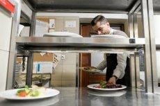 Paragon kelnerski wręczony przed zapłaceniem zwykle nie będzie nabity na kasę fiskalną - przestrzega resort finansów.