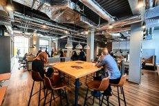 Biuro coworkingowe firmy Regus w Łodzi. Powierzchnia dostępnych przestrzeni coworkingowych rośnie w szybkim tempie, tak samo jak poziom wynajmu: tylko w I kw. br. wynajęto tyle biur, co przez cały 2017 r.
