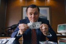Aby oszczędzić pieniądze, warto zacząć od wyrobienia w sobie nawyków oszczędzania.