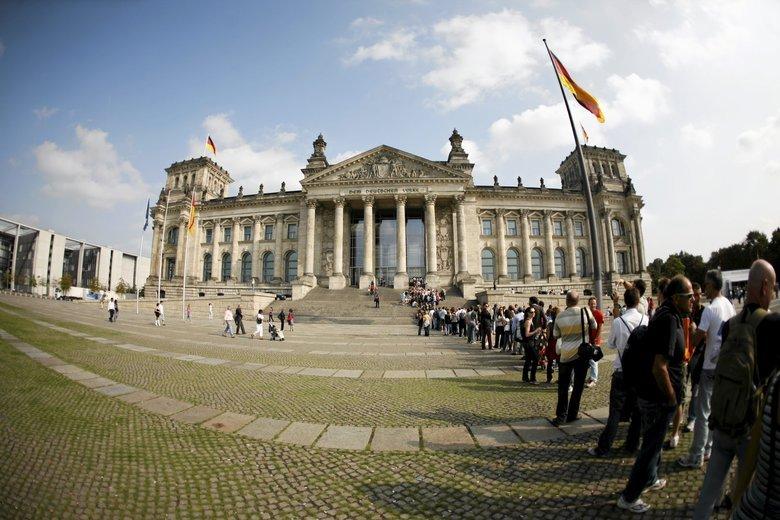 Dwudziestoletni Niemiec publikował dane polityków w internecie