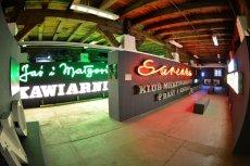 W Soho Factory znajduje się również m.in. Muzeum Neonów.