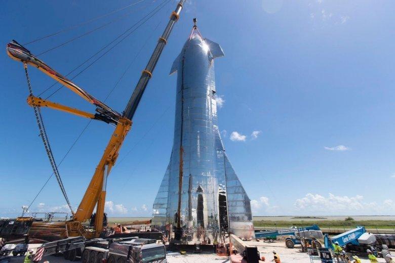 Następna rakieta firmy SpaceX ma być w stanie przewieźć ludzi na Marsa.