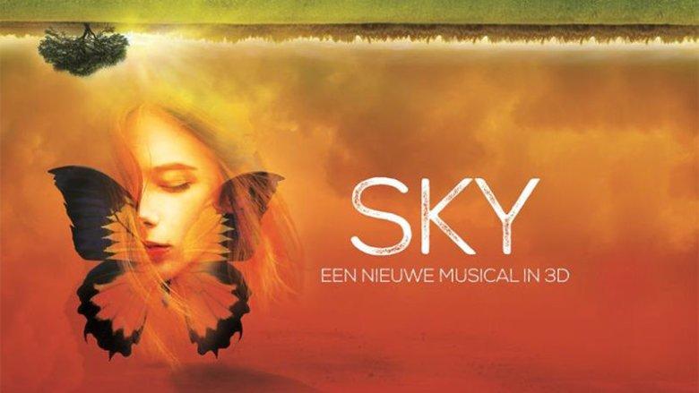 16-letnia Sky mierzy się z dylematami swojego życia w świecie realnym i tym z pogranicza snu i wizji. Surrealistyczna otoczka daje dużo pola do popisu realizatorom scenografii.