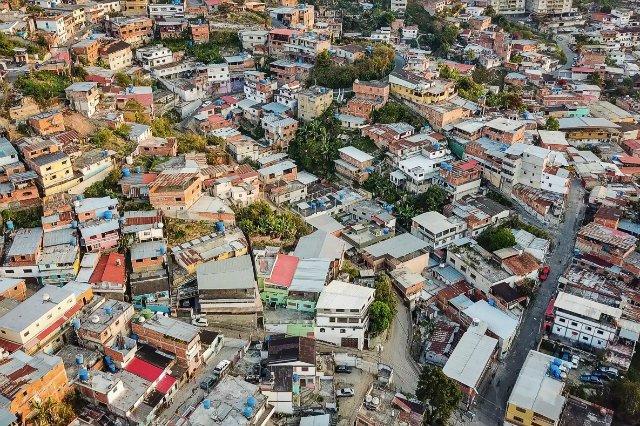 Fawela na obrzeżach Caracas z lotu ptaka