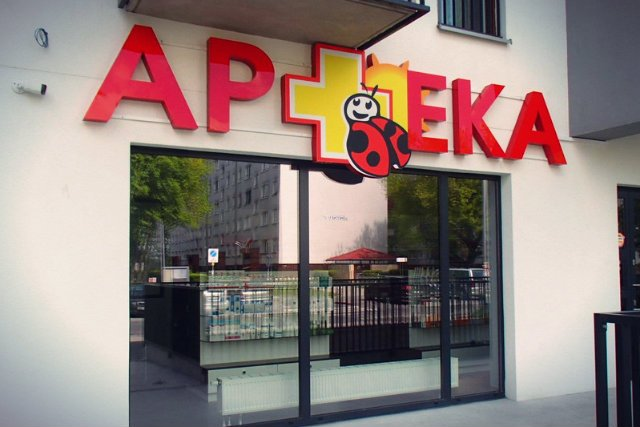 We Wrocławiu pojawiła się apteka nawiązująca swoim logo do Biedronki