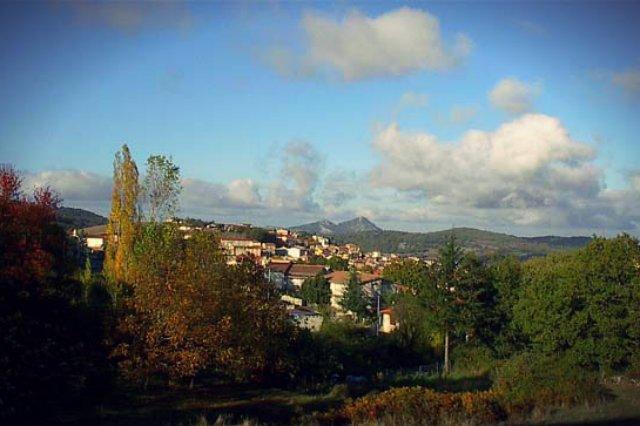 Położone na Sardynii miasteczko Ollolai sprzedaje domy za 1 euro. Jego burmistrz boi się, że pustoszejąca miejscowość stanie się za chwilę miastem-widmem