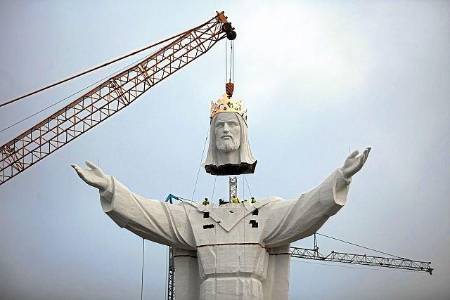 W głowie figury Jezusa w Świebodzinie zamontowano anteny do przesyłania sygnału internetowego