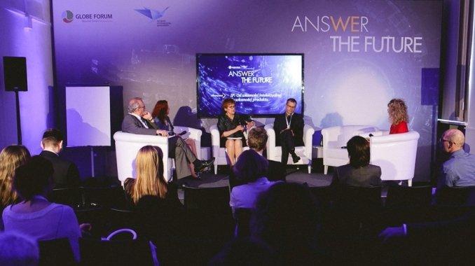 od lewej: prof. Janusz Lewandowski, Anna Żmijewska, dr Alicja Adamczak, Andrzej Łosiewicz, Magdalena Miernik