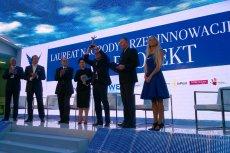 """Krzysztof Kilian, członek Rady Nadzorczej laureata tegorocznej edycji """"Orła Innowacji"""" firmy CD Projekt tuż po odebraniu statuetki."""