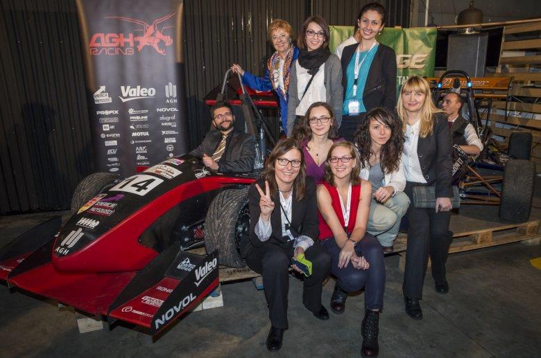 Zespół organizatorów PAMI 2015 z bolidem AGH Racing