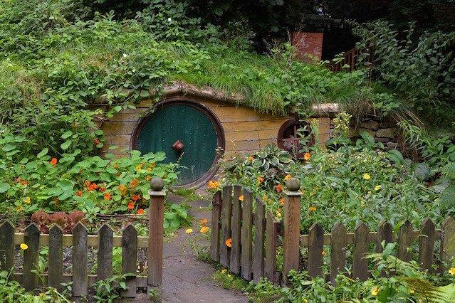 Domek Hobbita nie musi kosztować fortuny.