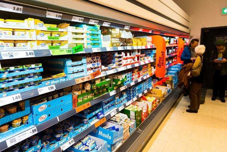Ceny masła w 2019 r. zaczęły tanieć - przynajmniej w hurcie. Sklepy detalicznie nie obniżają cen, masło kosztuje tyle, co w 2018 r. 5-7 zł za kostkę.