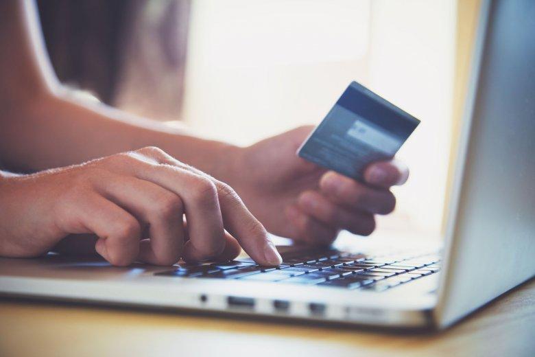 Chętniej zrobimy zakupy za pomocą smartfona niż komputera