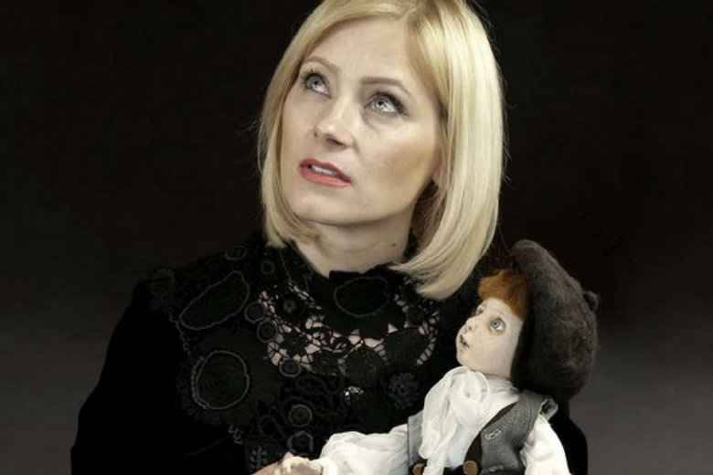 Renata Gołaszewska-Adamczyk z jedną ze swoich prac.