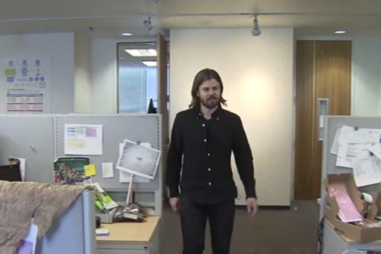 Dan Price w siedzibie Gravity Payments. Przez jego szlachetną decyzję zarówno on sam, jak i firma przeżywa ogromne kłopoty.