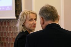 Minister Teresa Czerwińska zirytowała kolegów z rządu: domaga się od nich wielomiliardowych oszczędności. Musiała zadać sobie pytanie, skąd wziąć pieniądze na coraz hojniejsze, przedwyborcze rozdawnictwo polityków.