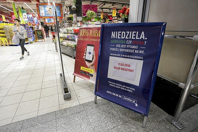 Ponad 1/3 Polaków polubiła zakaz handlu w niedziele. Większość zwolenników mieszka na wsi i w małych miastach, w dużych przeważają przeciwnicy tego przepisu